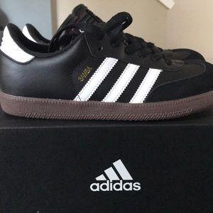 NEW: Adidas Samba Classic J sneakers